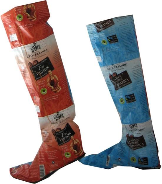 Сапоги, сделанные из упаковок