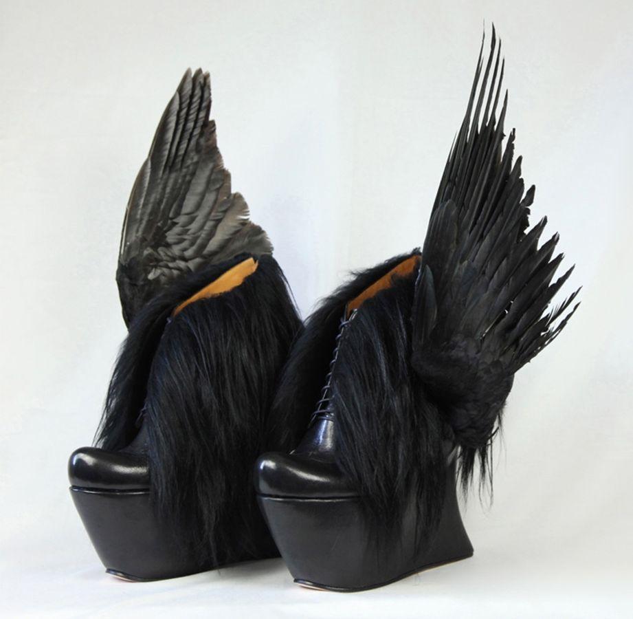 Чёрные туфли с крыльями