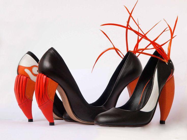 Чёрные туфли с ярким каблуком