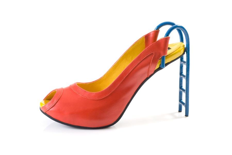 Яркие туфли с каблуком-лесенкой