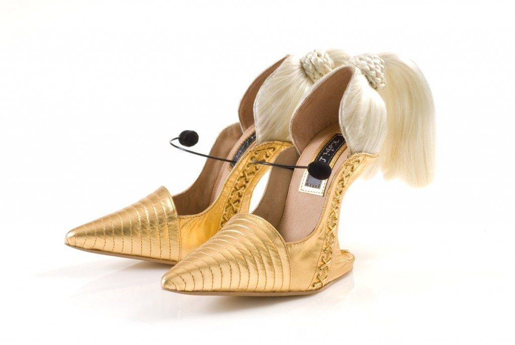 Золотистые туфли с хвостиком