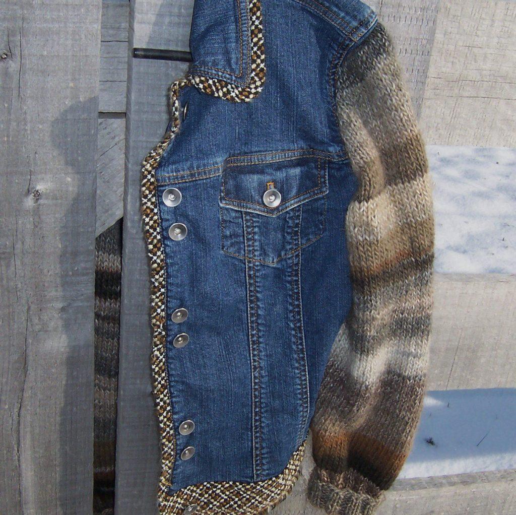 Свитер и джинсовая куртка
