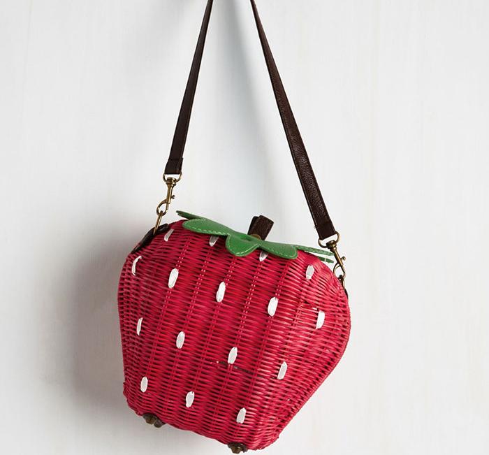 Красная сумка-клубника