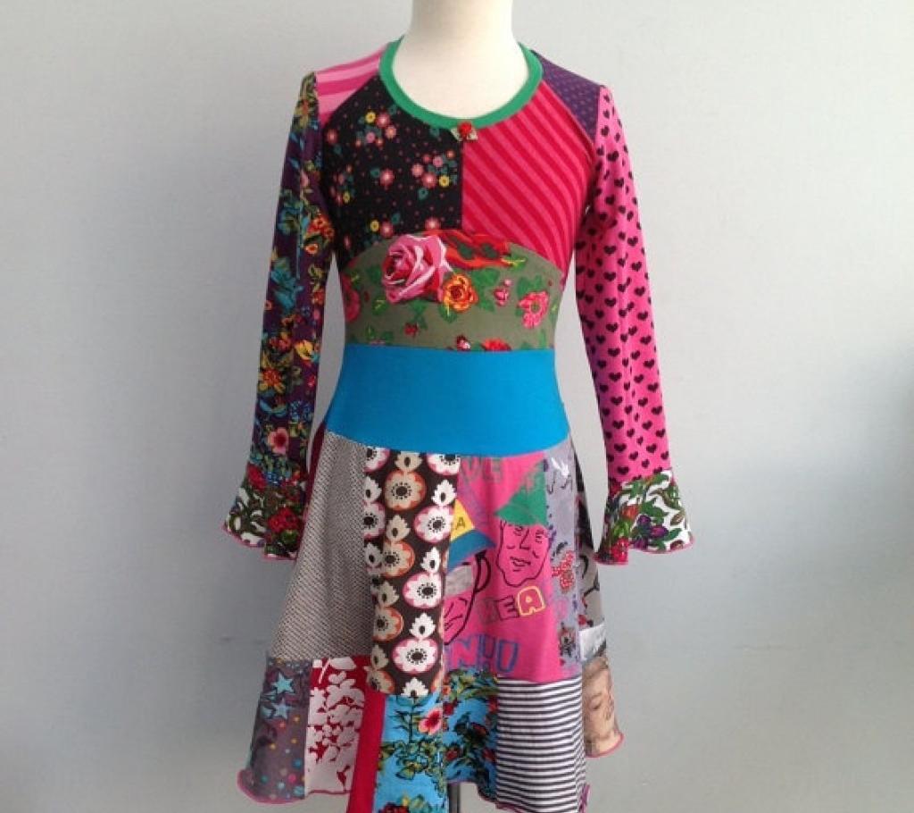 Платье из кусков разной ткани