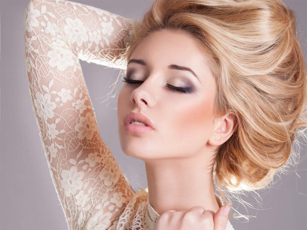 Лёгкий макияж для блондинки