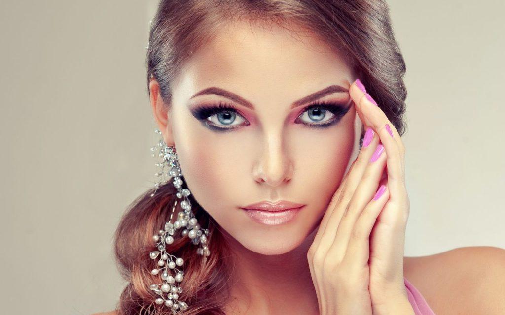 Профессиональный макияж и изящные украшения