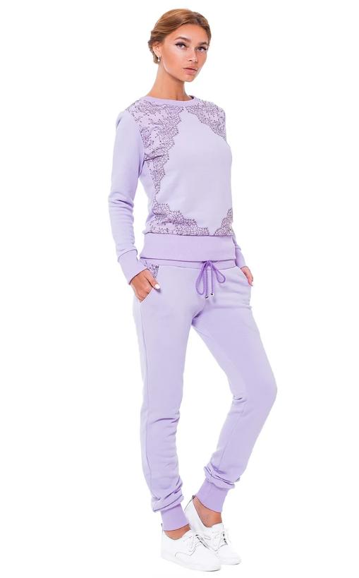 Светлый сиреневый костюм для прогулок и спорта