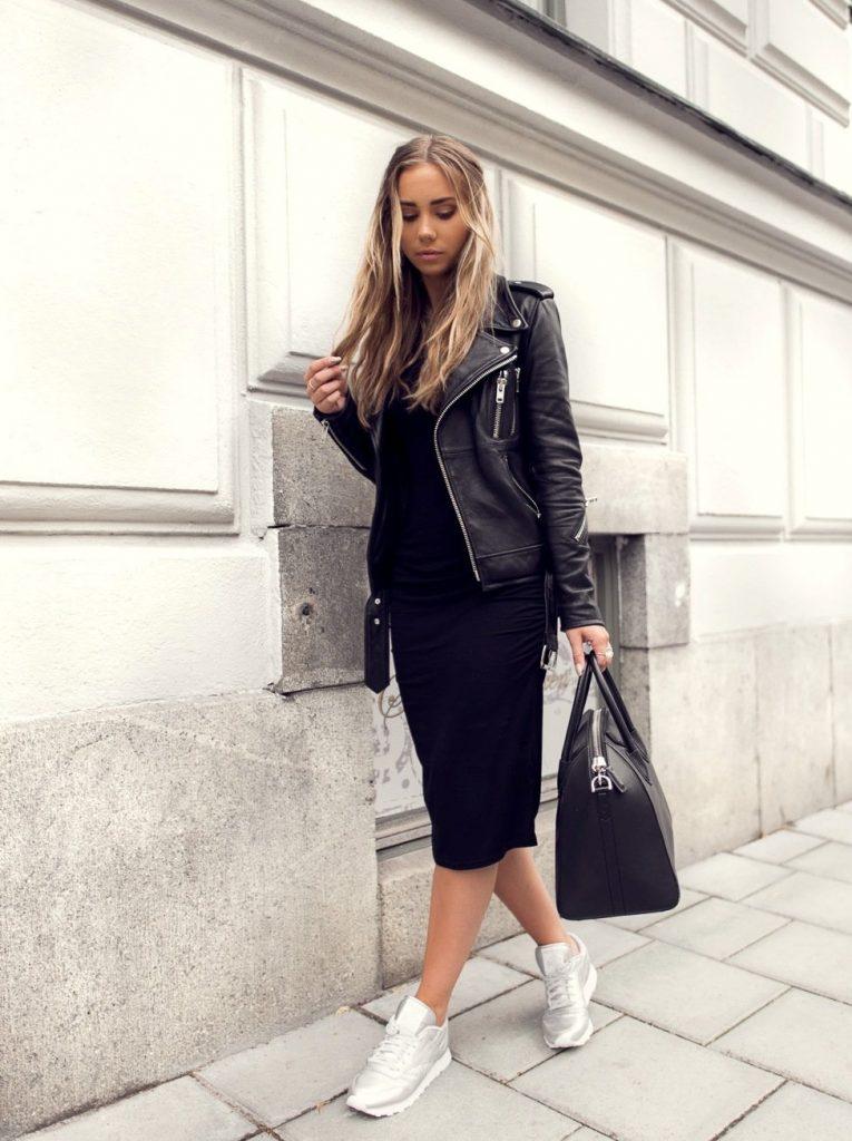 Сочетание чёрного платья и кожаной куртки