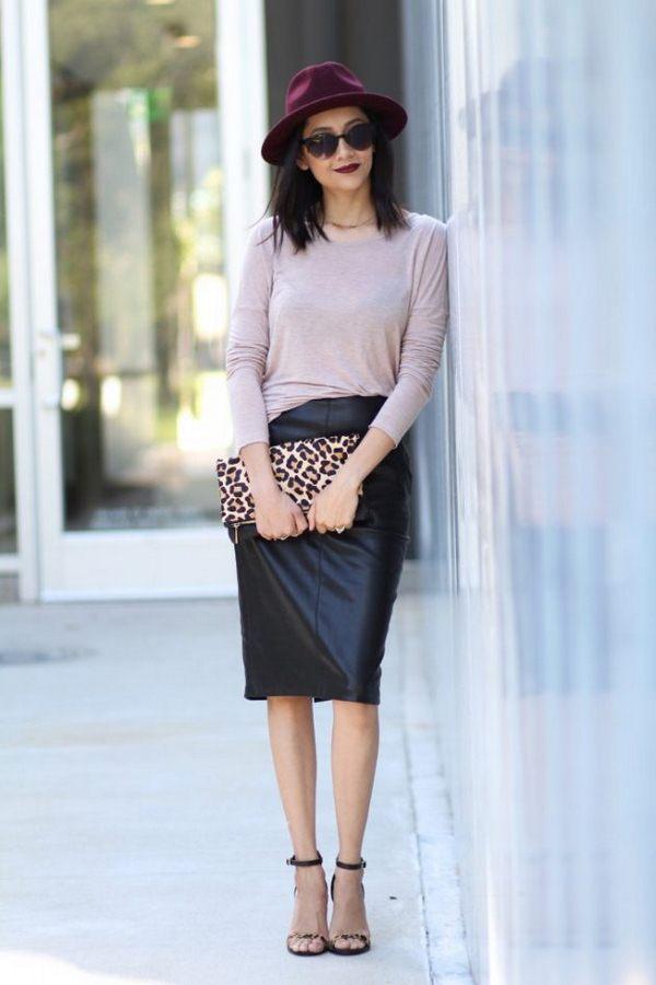 Чёрная кожаная юбка и леопардовая сумка