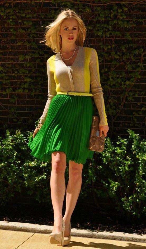Кардиган в сочетании с зелёной юбкой