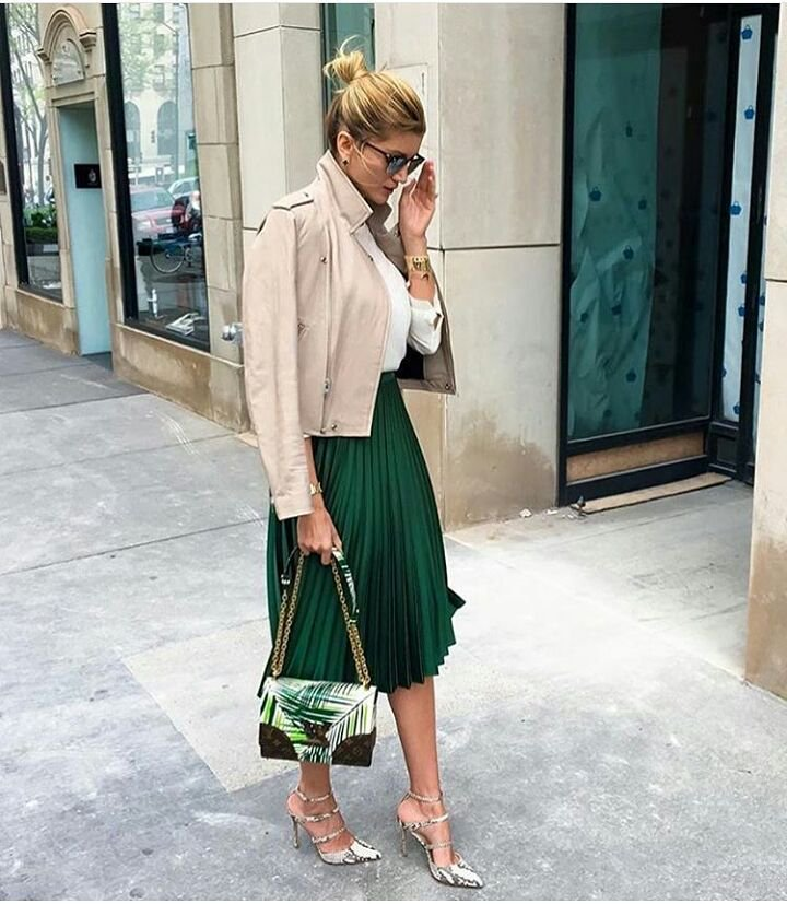 Сочетание бежевого и зелёного в наряде
