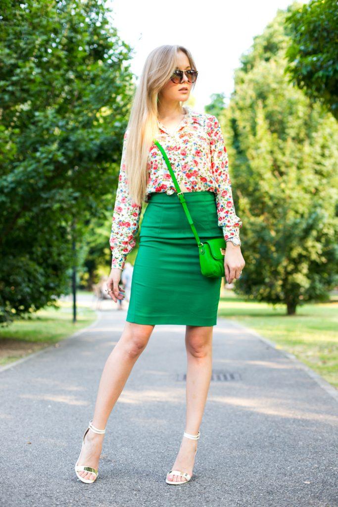Яркая блузка в сочетании с зелёной блузкой