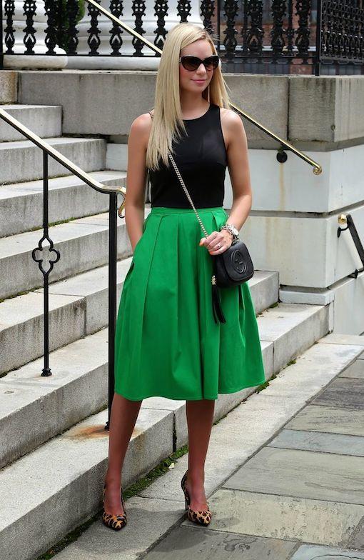 Повседневный элегантный образ с зелёной юбкой