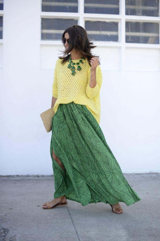 Жёлтая кофточка и зелёная юбка для лета