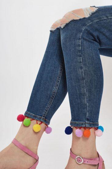 Помпончики на джинсах