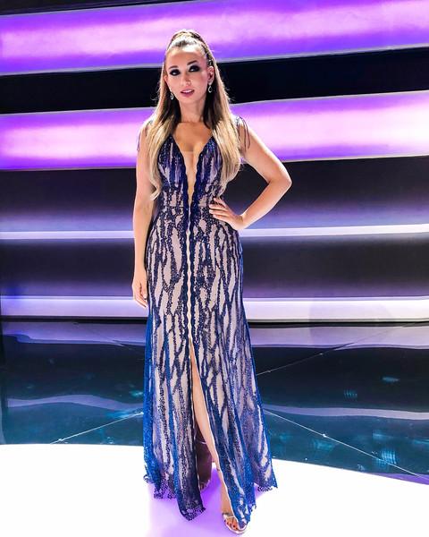 Анфиса Чехова в длинном блестящем платье