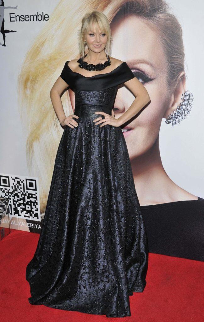Образ Валерии в чёрном платье