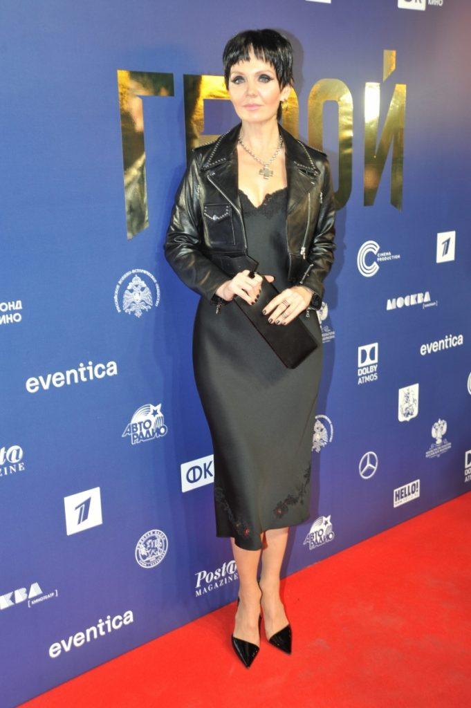 Валерия в кожаной куртке и чёрном платье