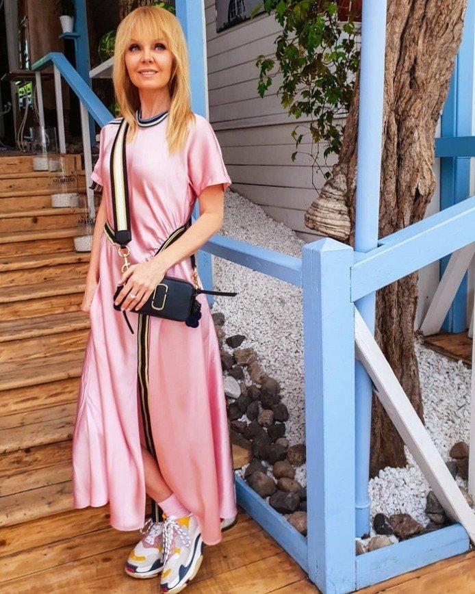 Валерия в розовом спортивном платье