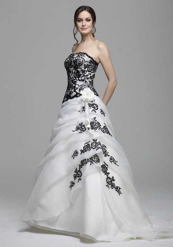 Белое свадебное платье с чёрной вышивкой