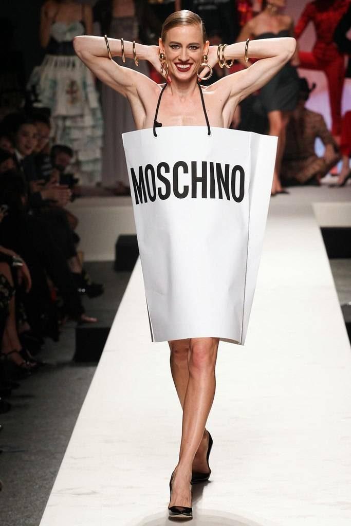 Пакет-платье от бренда Moschino