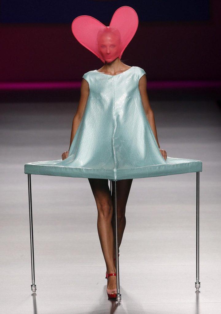 Платье на каркасе