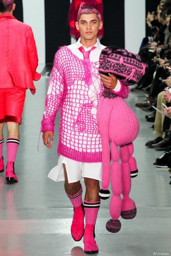 Мужской костюм в розовом цвете