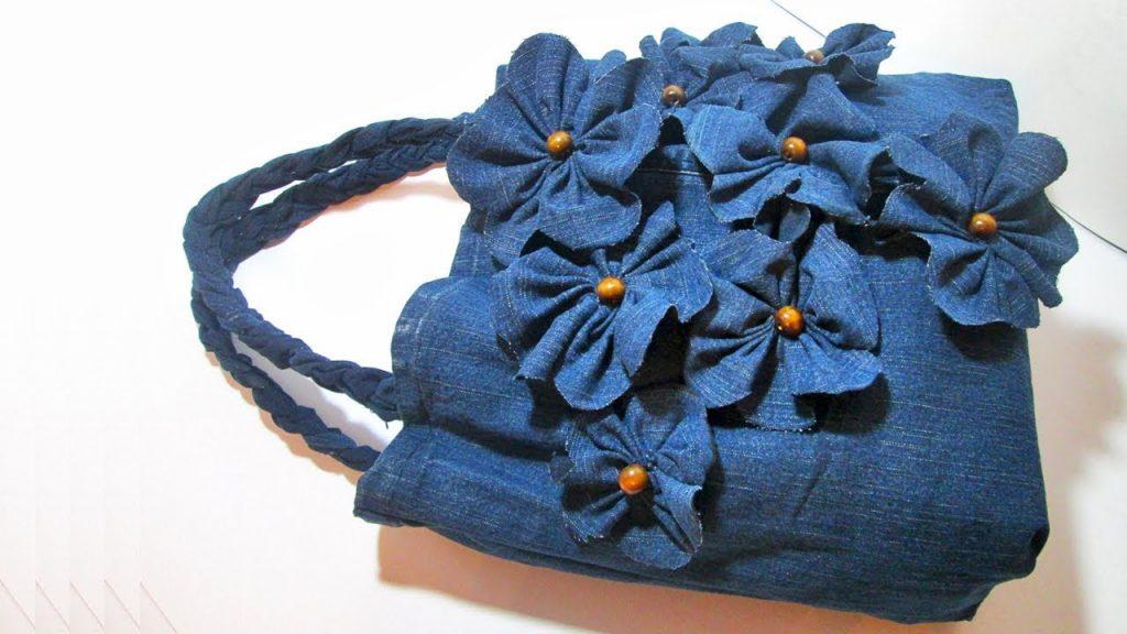 Сумка, декорированная текстильными цветами в тон