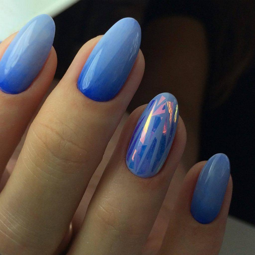 Дизайн ногтей с «битым стеклом» в холодных тонах