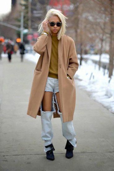 Пальто-кокон в сочетании с джинсами