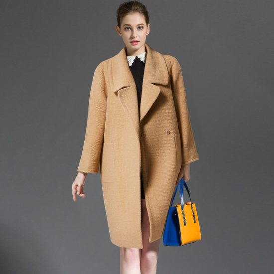 Бежевое пальто-кокон