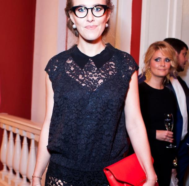 Ксения Собчак в кружевном платье