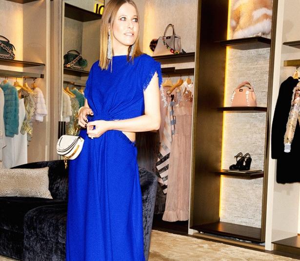 Ксения Собчак в ярком синем платье