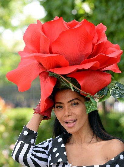 Шляпа-цветок больших размеров