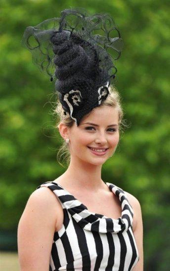 Чёрная женская шляпа