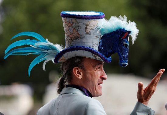 Необычная мужская шляпа