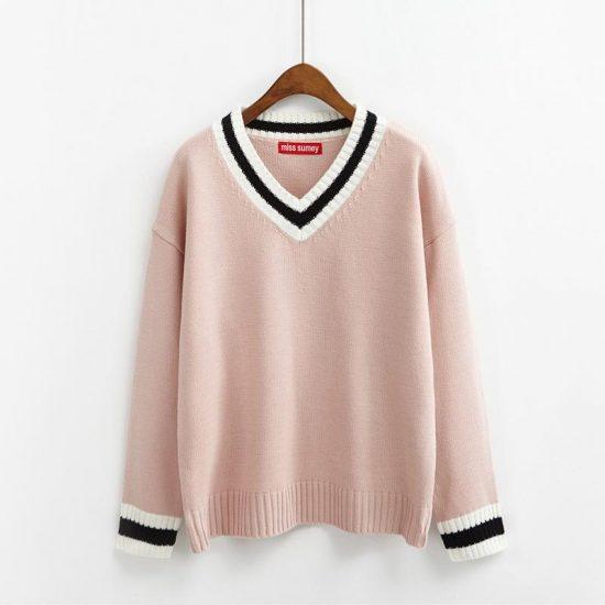 Бледно-розовый свитер