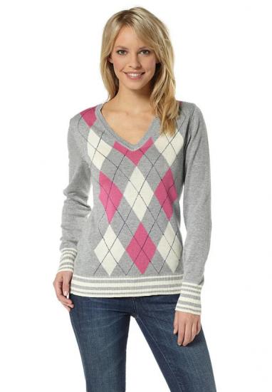 Серый свитер с ромбиками