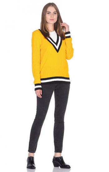 Жёлтый свитер
