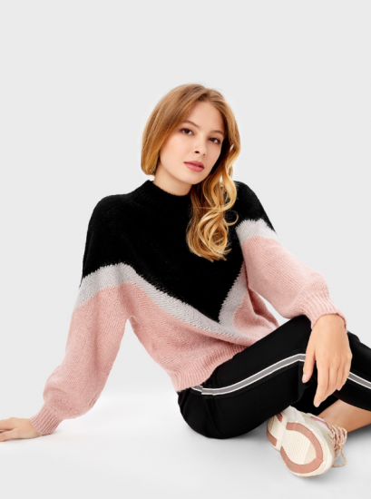 Чёрно-розовый свитер