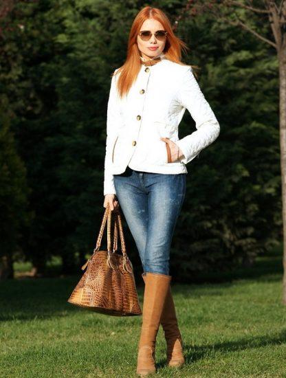Коричневые сапоги с джинсами