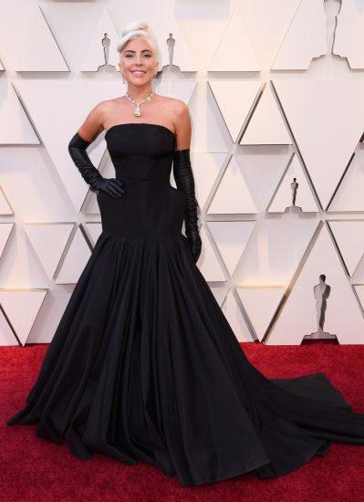 Леди Гага в чёрном платье на церемонии вручения премии «Оскар-2019»