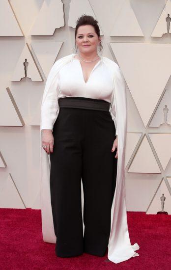 Мелисса МакКарти в чёрно-белом наряде на церемонии вручения премии «Оскар-2019»