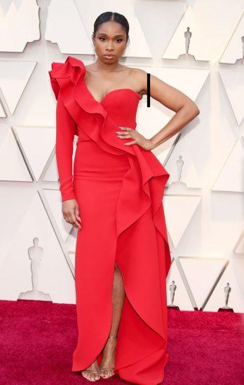 Дженнифер Хадсон в алом платье на церемонии вручения премии «Оскар-2019»