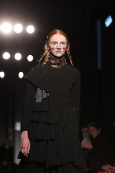 Образ Alexandra Moura на миланской неделе моды 2019
