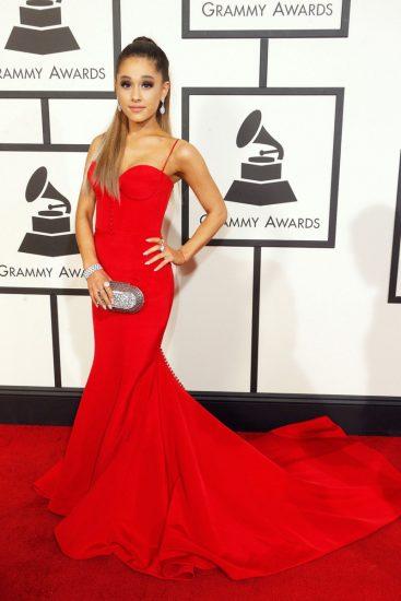 Ариана Гранде в красном платье