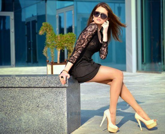 Фото девушки в чёрном платье