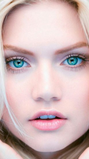 Глаза зелёного оттенка