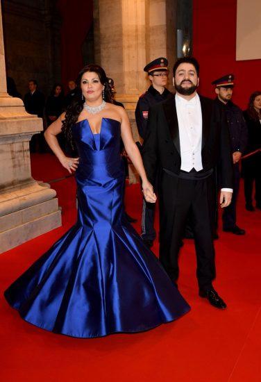 Анна Нетребко в синем платье