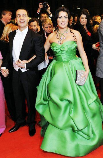 Анна Нетребко в ярком платье